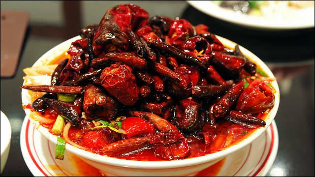 「世界一辛い坦坦麺」を食べに「DRAGON RED RIVER」に行ってきた - DNA
