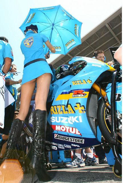 スズキのワークス・レーシングチームのレースクイーン「Rizla Girls」が完全にミニスカポリス - DNA