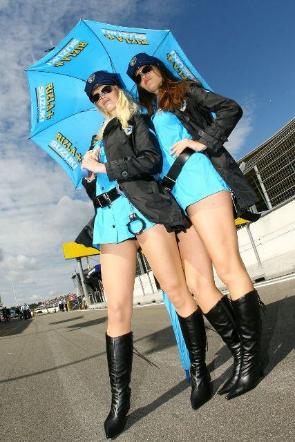 スズキのワークス・レーシングチームのレースクイーン「rizla Girls」が完全にミニスカポリス Dna