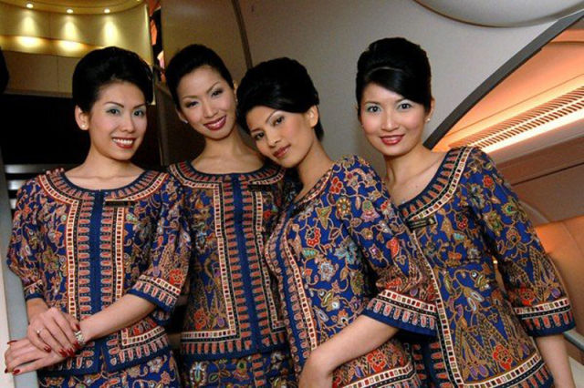 http://dnaimg.com/2011/10/04/stewardesses_from_all_over_the_world/stewardesses_from_all_over_the_world_036.jpg