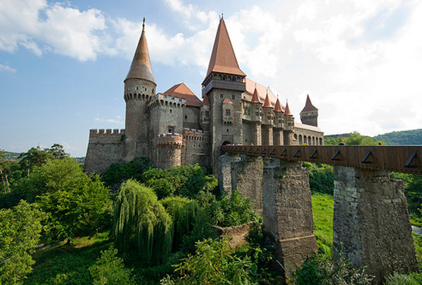 http://dnaimg.com/2012/01/24/awesome-castles-you-should-see/awesome-castles-you-should-see_024.jpg