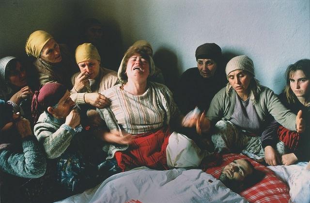 Matrimonio In Kosovo : 年から 年までの「世界報道写真コンテスト」大賞作品 dna