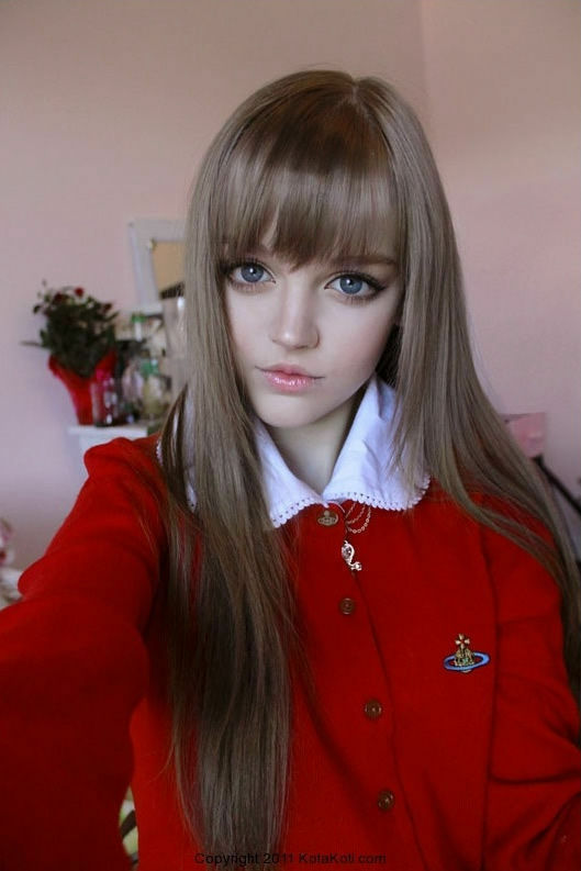 もはやリアルバービー、プロポーションや大きな目がそっくりな16歳の金髪美少女「ダコタ・ローズ」