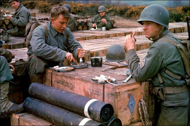 貴重なカラー、1944年6月6日の「ノルマンディー上陸作戦」の前後に撮 ...
