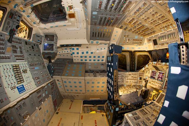 数々の宇宙ミッションを遂行し現存するスペースシャトル3機のコクピット写真49枚