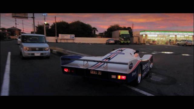 グループCのレーシングカーが日本の公道を爆走してしまう動画