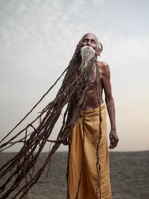 インド・ヴァラナシのサドゥーたちの世界を写した写真集「Holy man」とドキュメンタリーフィルム「Beyond」