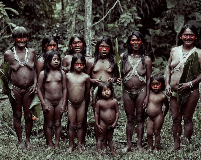 Virgin en tribus salvajes