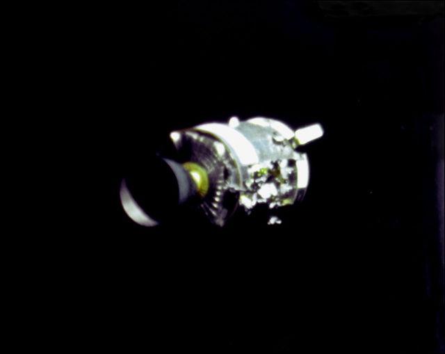 宇宙開発の歴史の重みを語るNASAの記録写真17枚 - DNA