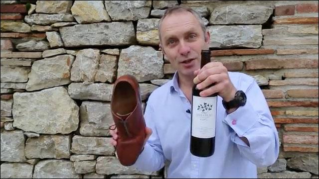 ワイン の コルク を 抜く 方法
