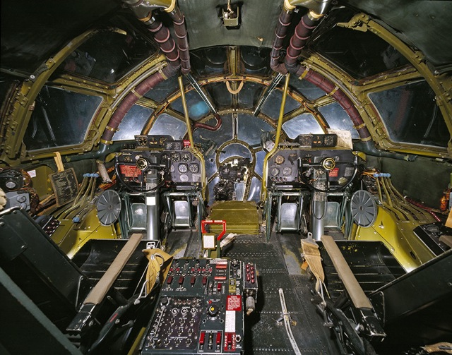 世界の戦車・ヘリ・飛行機のコックピットの画像いろいろ - DNA
