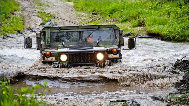 アメリカ軍用4WD「ハンヴィー」が1台約120万円から猛烈払い下げ ...