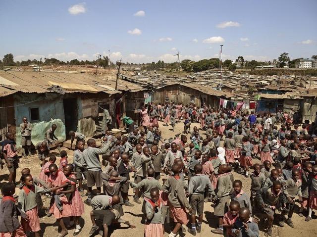 国や地域で千差万別な世界中の運動場を撮影した写真シリーズ「PLAYGROUND」