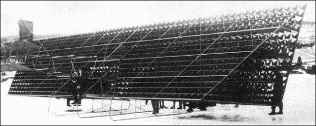 20世紀初頭に製造された独創的なフォルムを持つ黎明期の飛行機40選