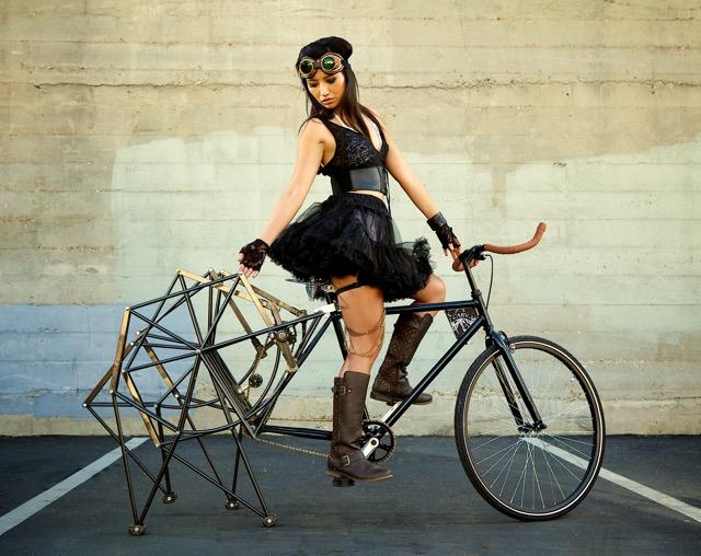テオ・ヤンセンの「ストランドビースト」にインスパイアされた歩く自転車 Dna