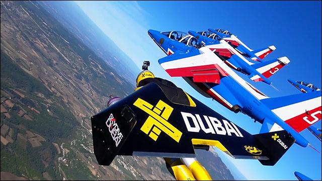 ジェットパックと仏空軍アクロバ...