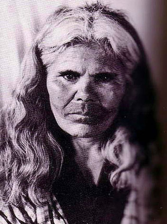 口の周りに独特な入れ墨を施したアイヌ女性の貴重な写真20枚