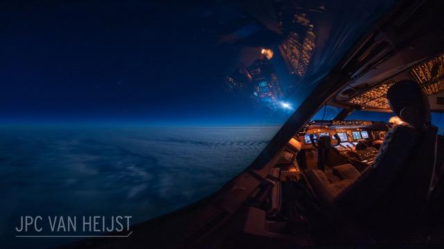 大型旅客機のパイロットのみが知る奇跡の景色、コックピットから撮影された雲の上の写真がすごい Dna
