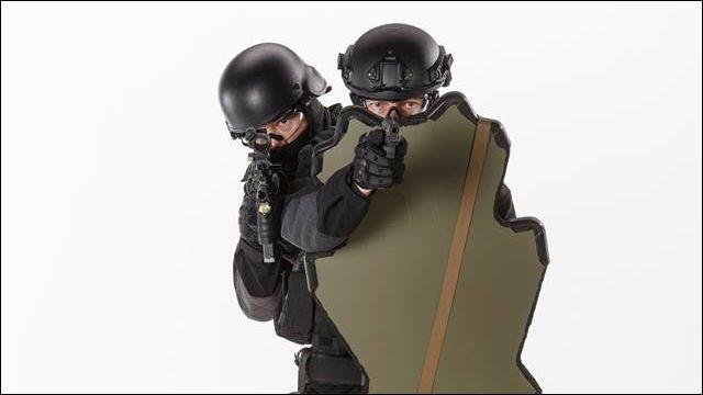 銃で戦う現代の戦士のための防弾シールド「Universal Shield」 - DNA