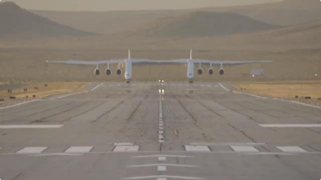 世界最大の航空機「ストラトローンチ(Stratolaunch)」が初飛行に成功