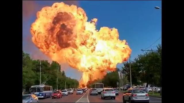 ガソリンスタドのタンクに引火し想像を絶する大爆発が発生 - DNA